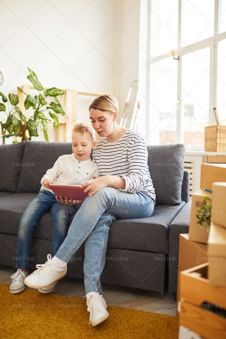 Single Mother Planning Moving With...: Stock Photos