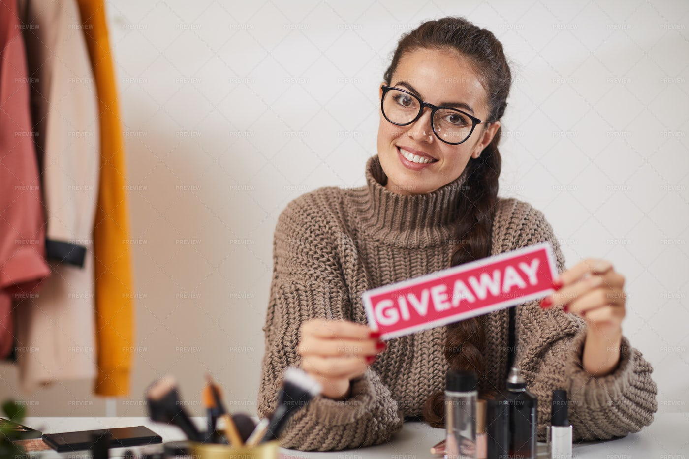 Beauty Guru Hosting Giveaway: Stock Photos