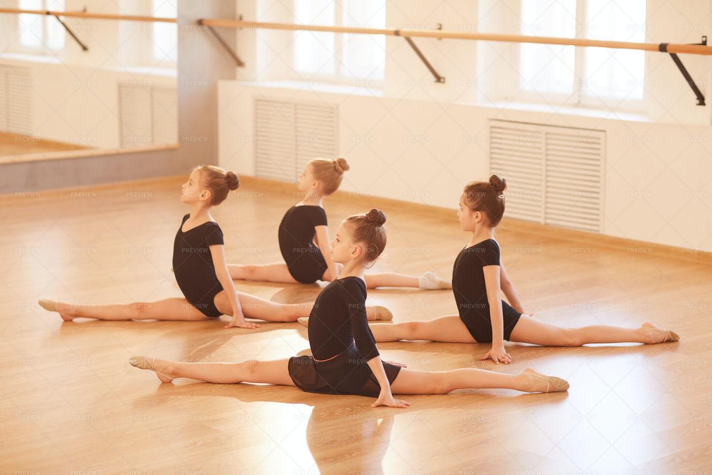 Group Of Girls Doing Splits: Stock Photos