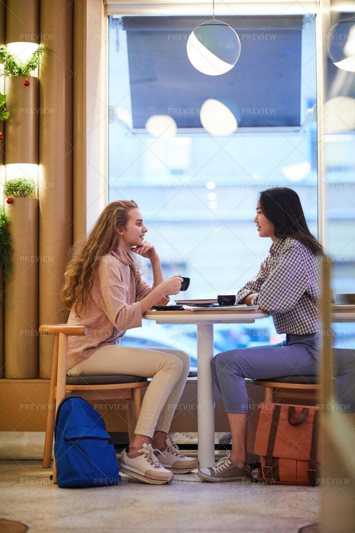 Girls Talking: Stock Photos
