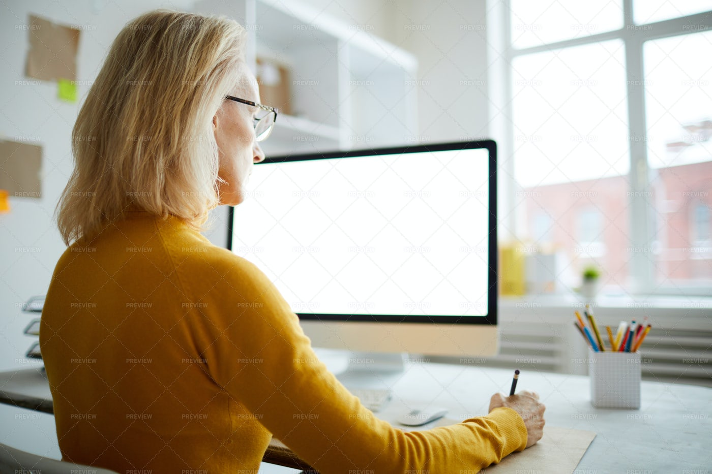 Computer With Blank Screen: Stock Photos