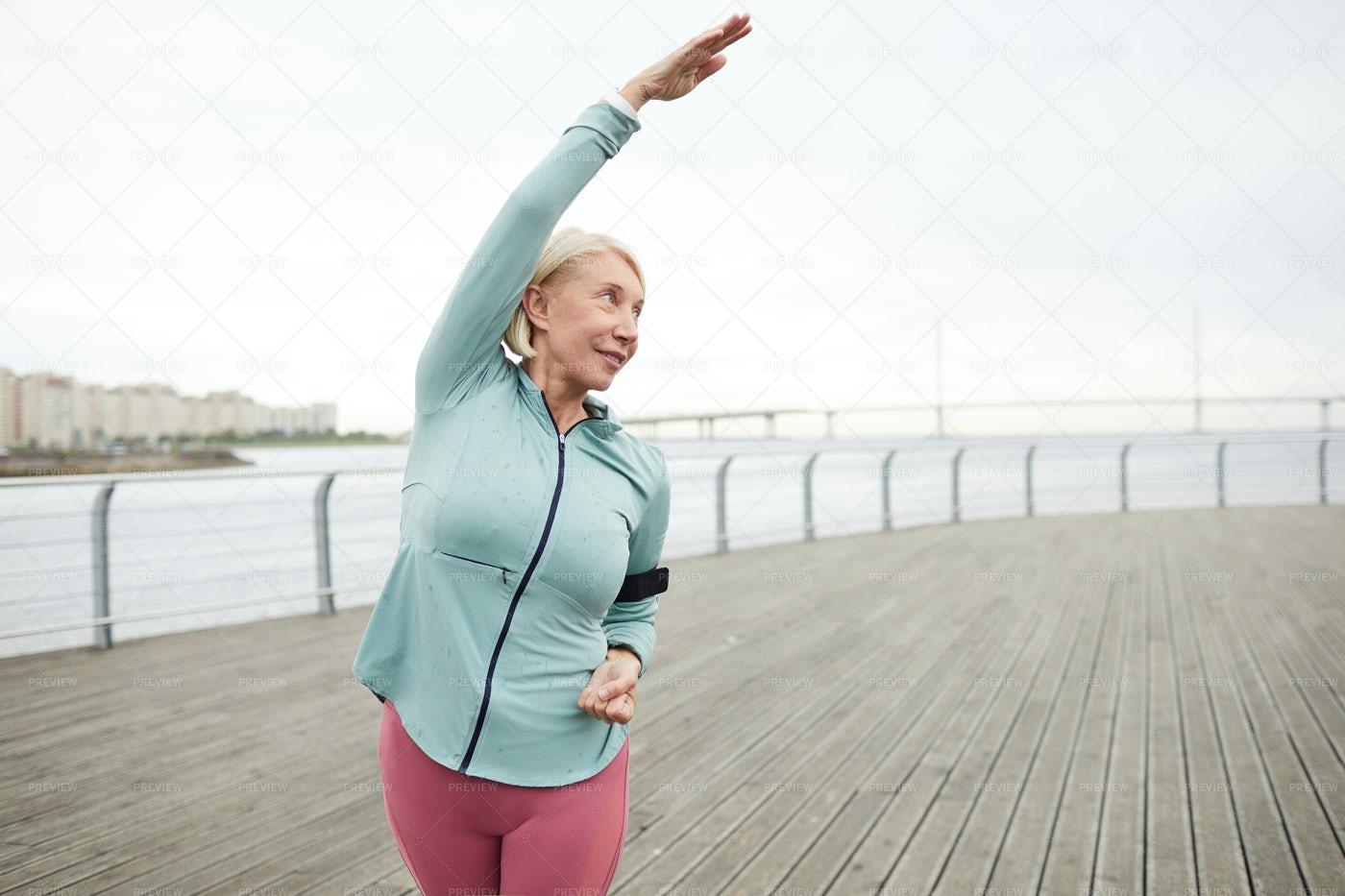 Woman Exercising: Stock Photos