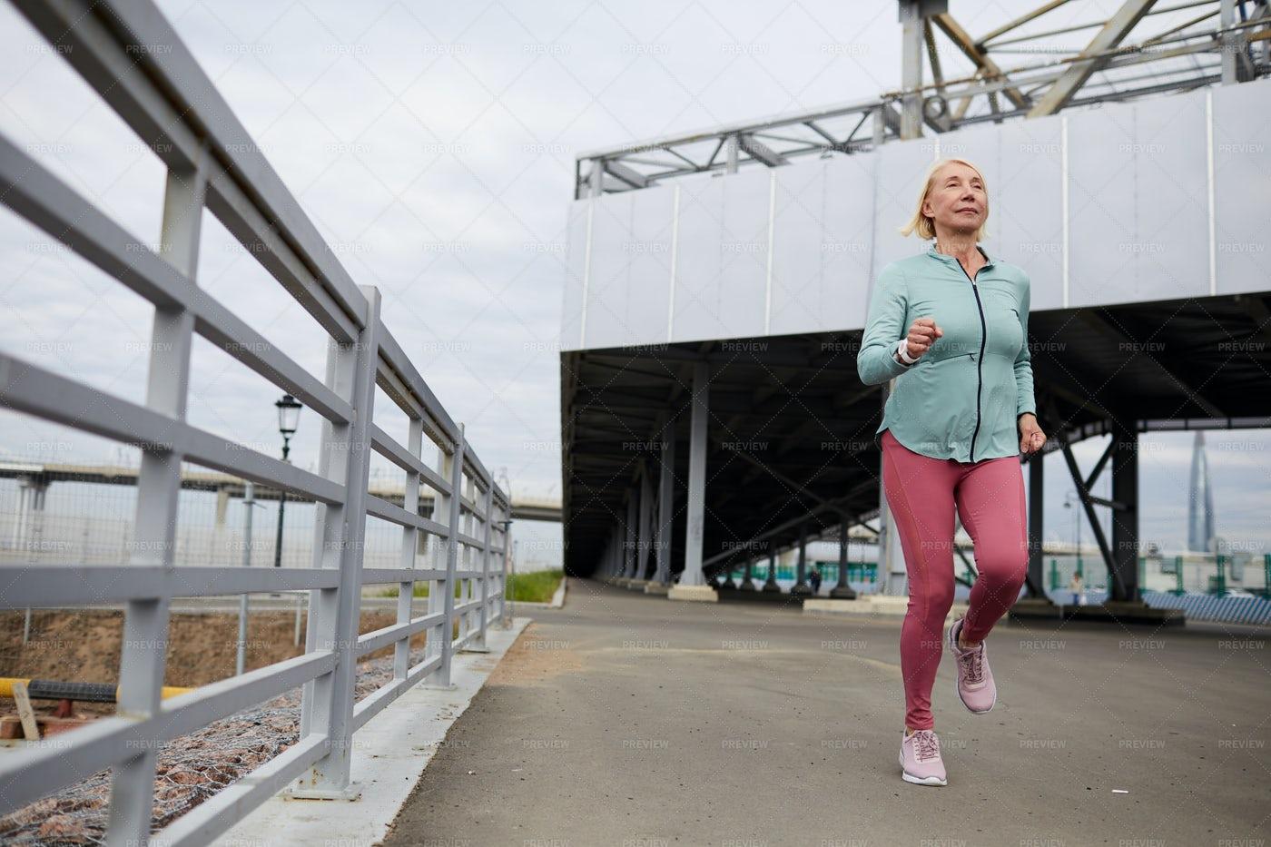 Sportswoman Jogging: Stock Photos