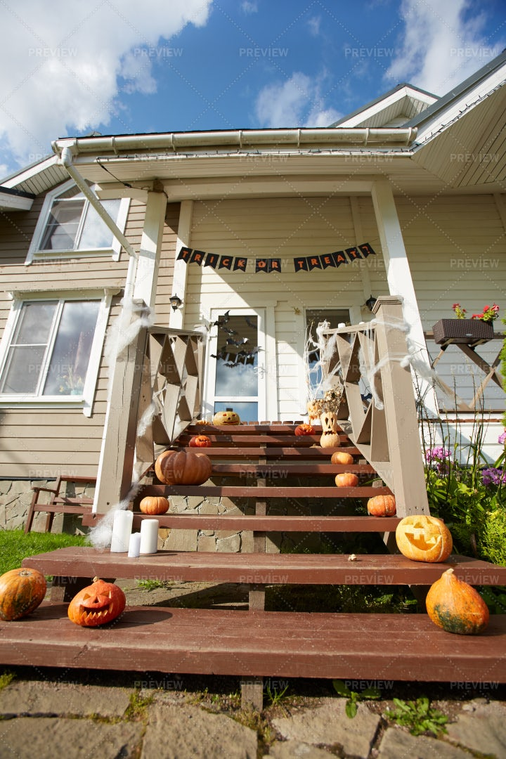 House Decorated For Halloween: Stock Photos