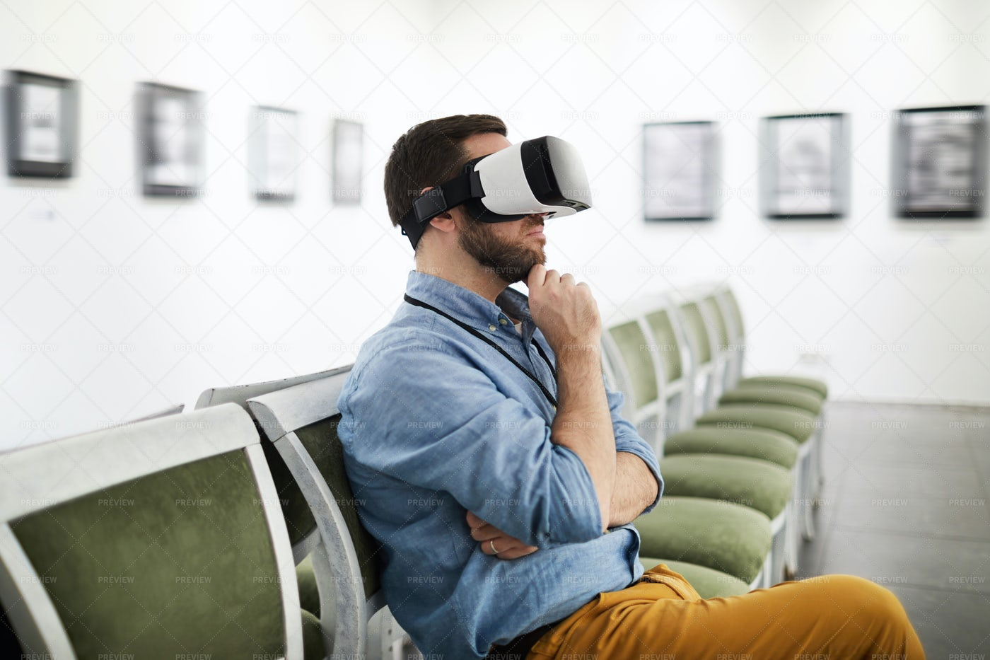 Man Wearing VR In Museum: Stock Photos