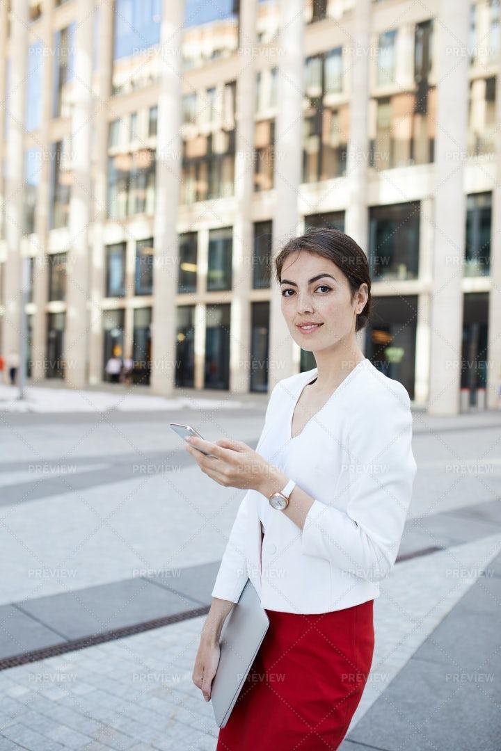 Elegant Businesswoman In City: Stock Photos