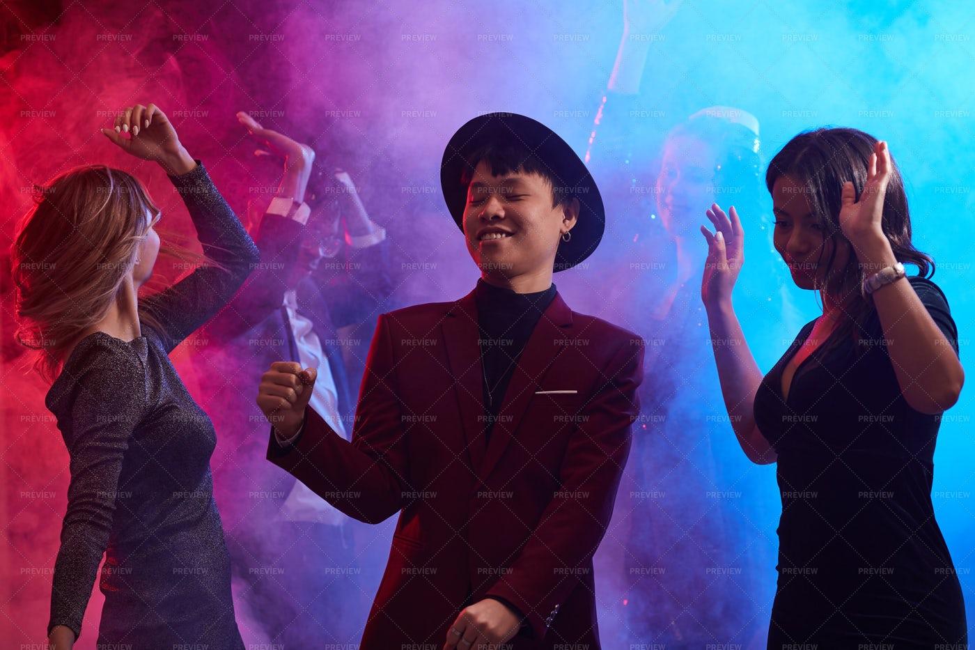 People Dancing In Smoky Nightclub: Stock Photos