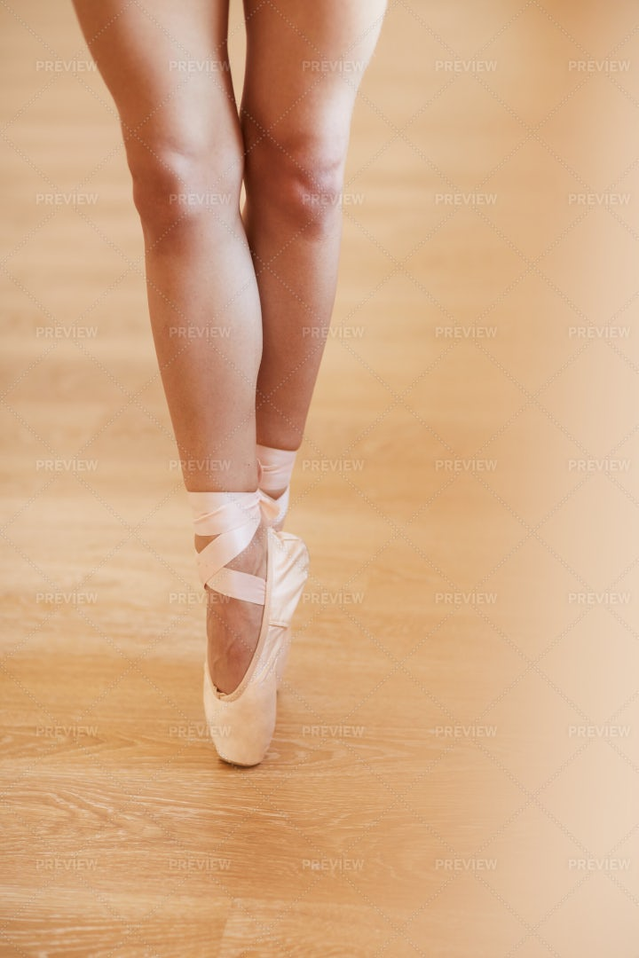 Woman In Pointe Shoes: Stock Photos