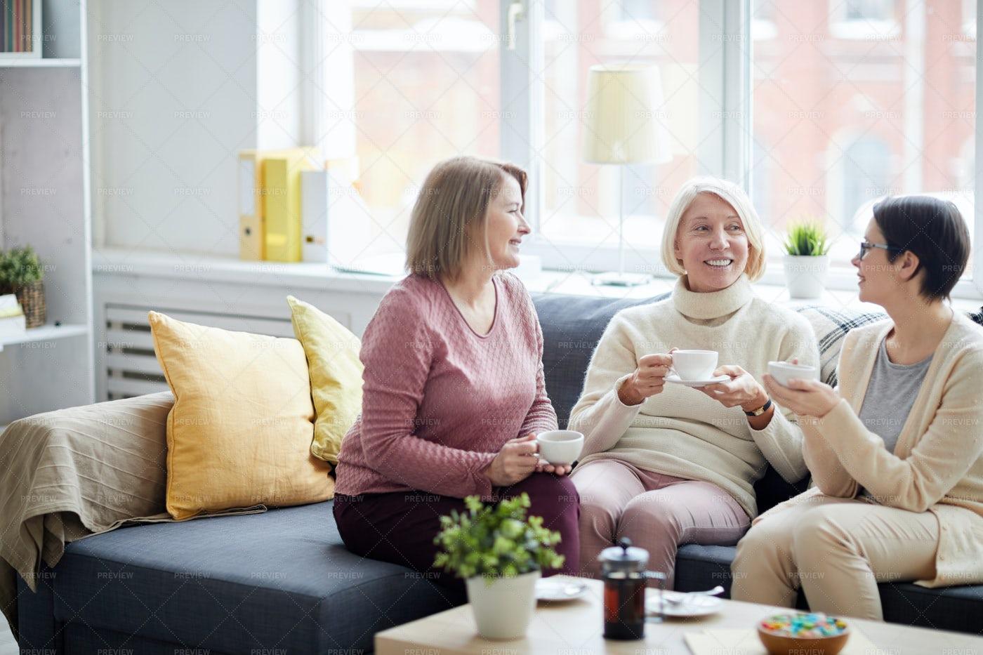 Modern Women Chatting: Stock Photos