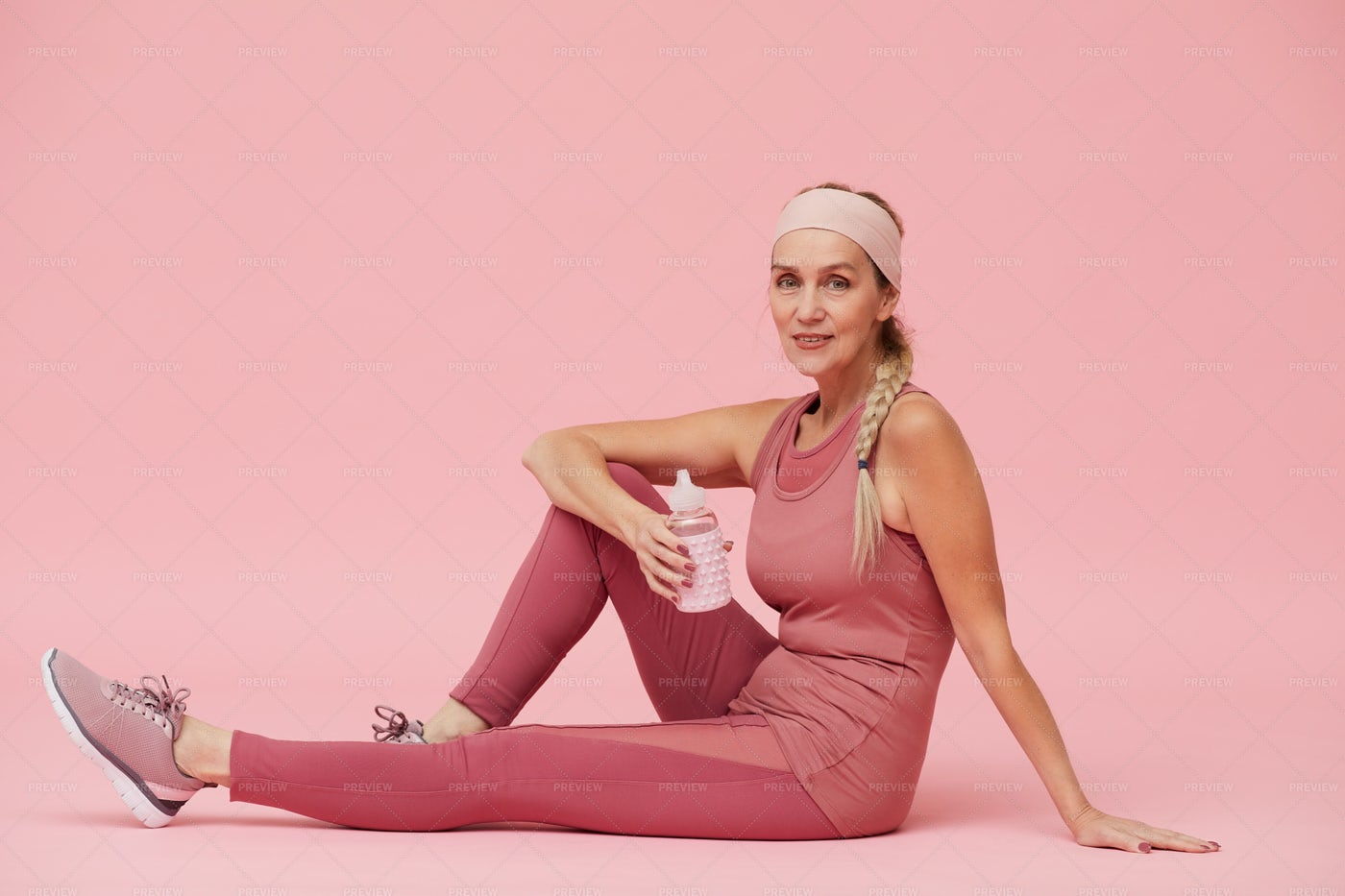 Mature Woman Wearing Sports Outfit: Stock Photos