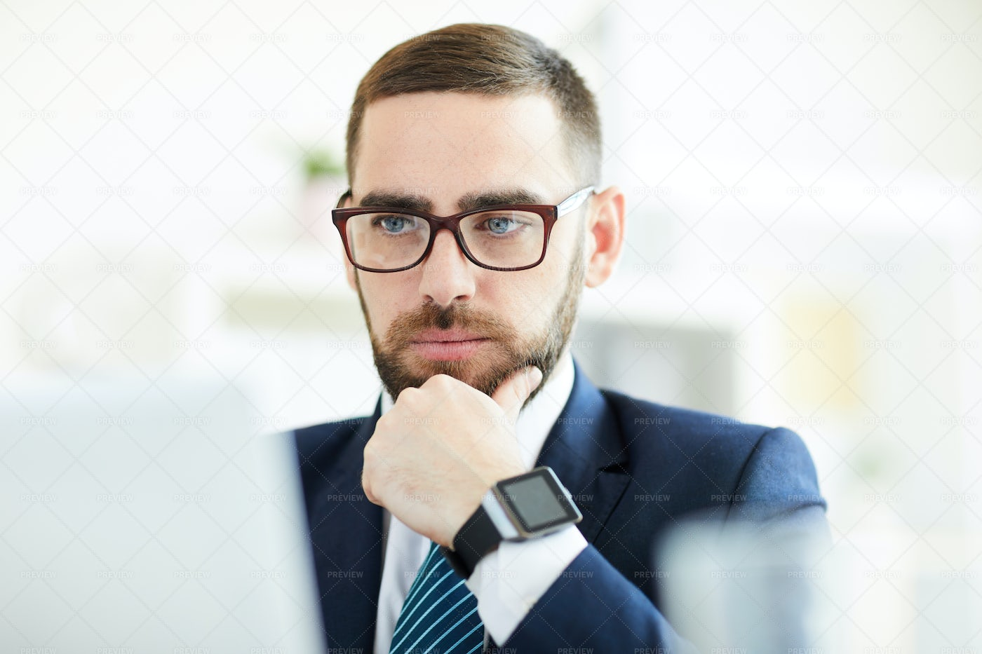 Businessman Analyzing Data: Stock Photos