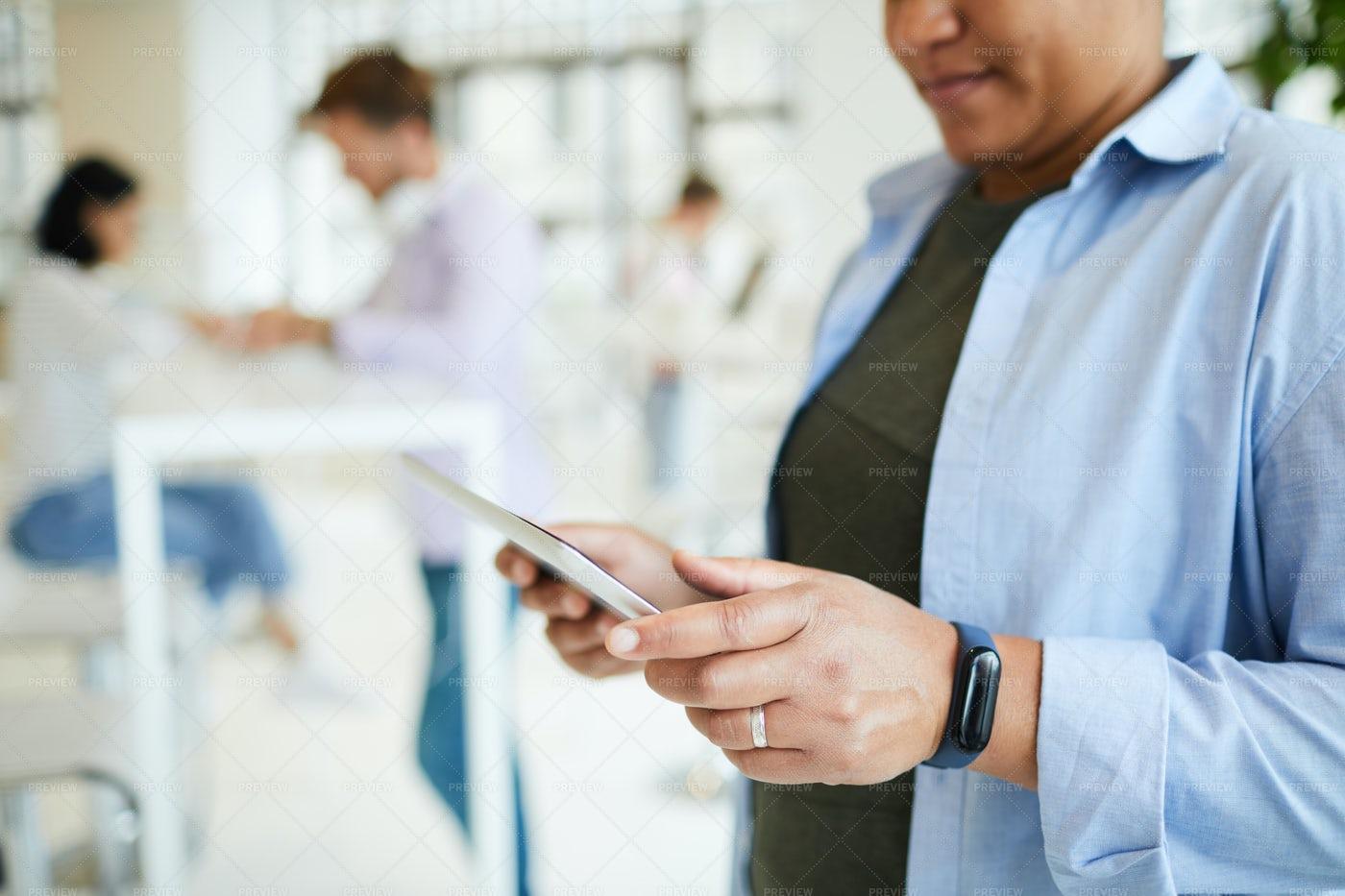 Woman Using Tablet: Stock Photos