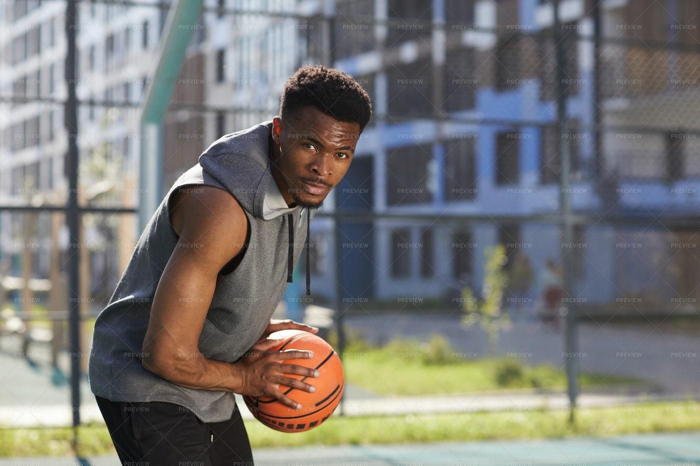 Focused Basketball Player: Stock Photos