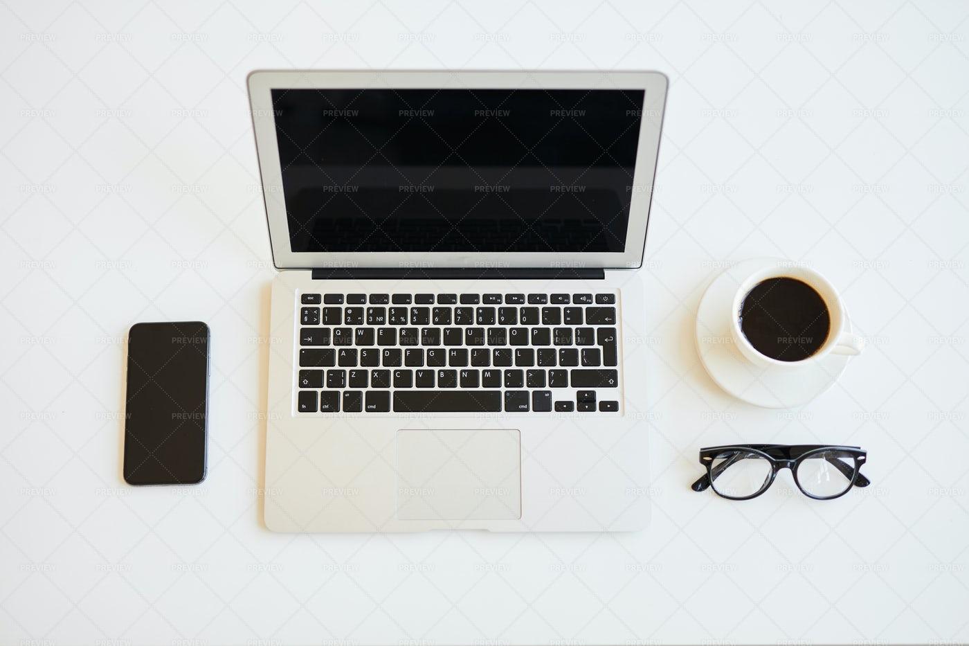 Minimalistic Freelancers Desk: Stock Photos