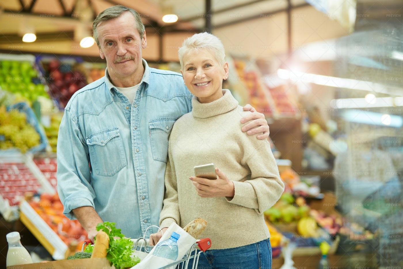 Senior Couple Grocery Shopping: Stock Photos