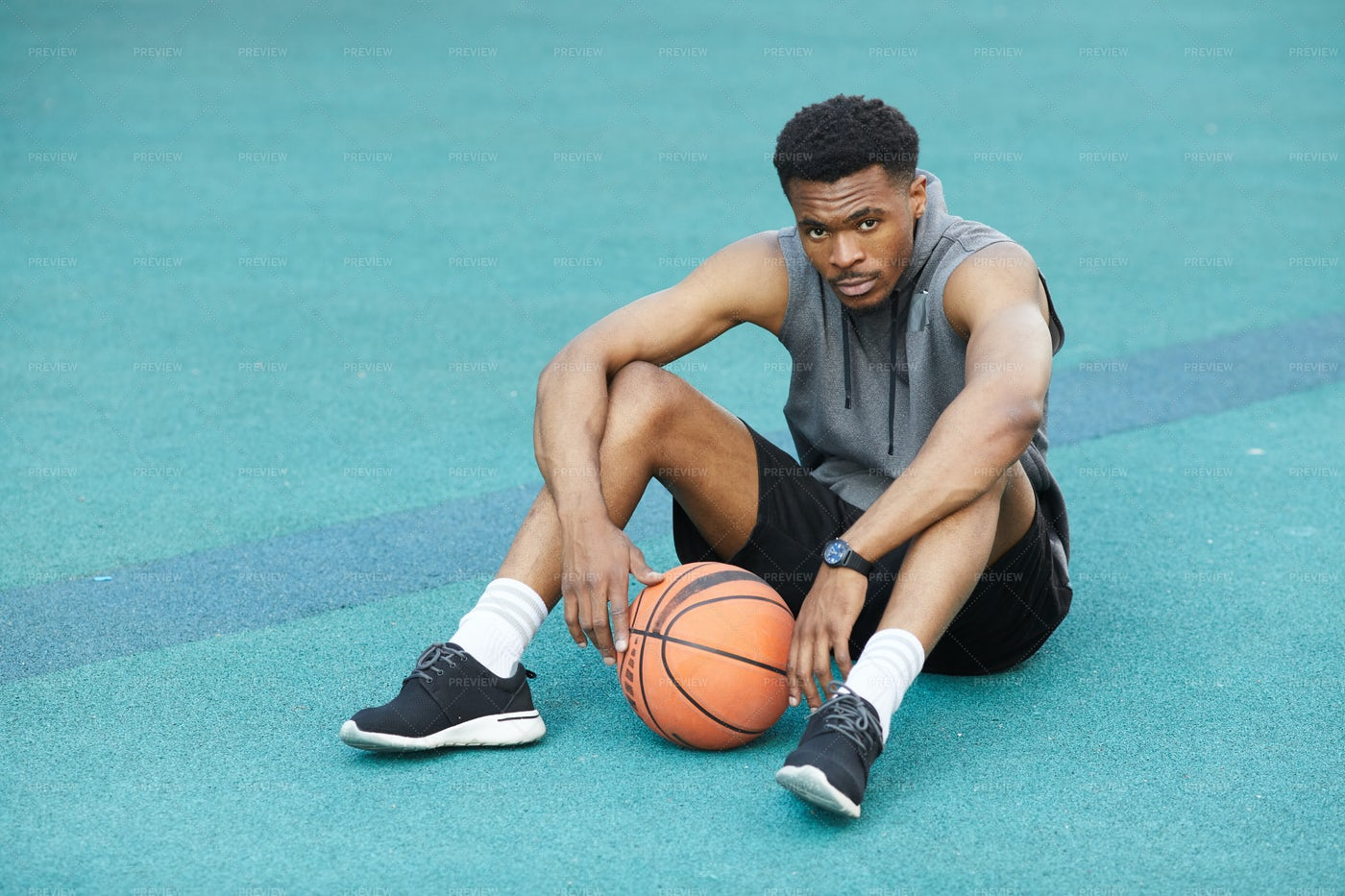 Basketbal Player Resting: Stock Photos