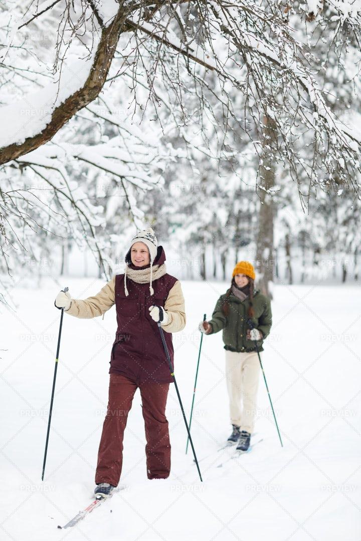 Couple Enjoying Skiing: Stock Photos