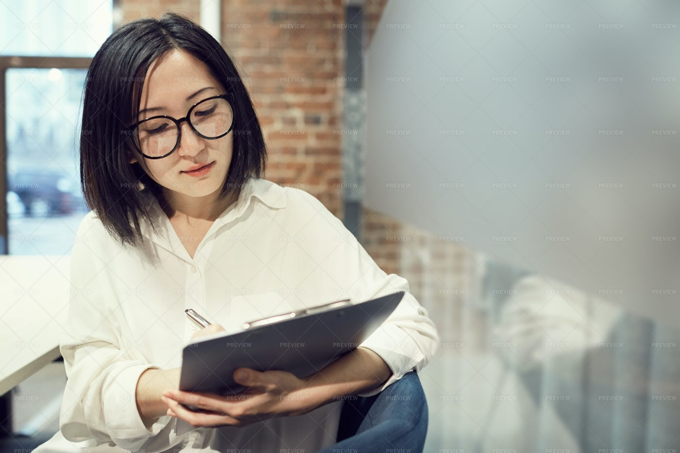 Female Manager Holding Clipboard: Stock Photos