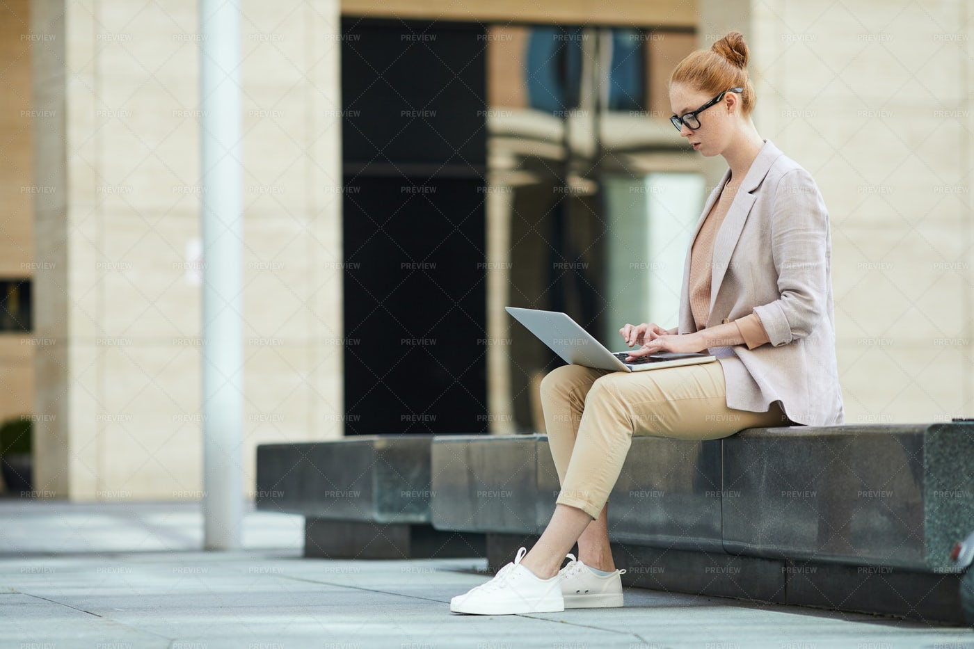 Businesswoman Working Outdoors: Stock Photos