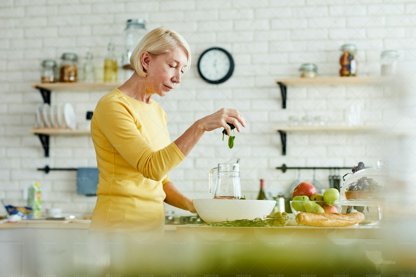 Making Healthy Salad: Stock Photos