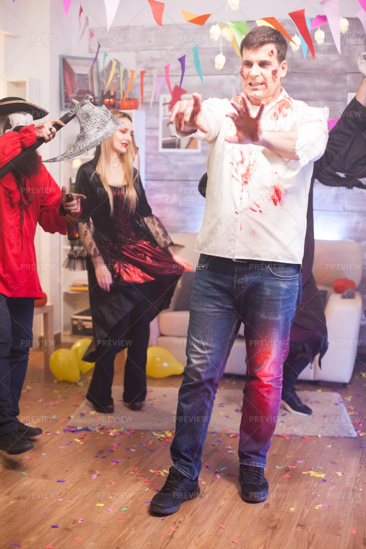 Zombie Halloween Dancer: Stock Photos