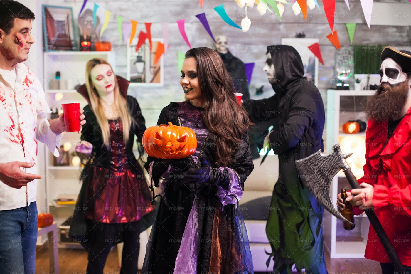 Halloween Party Witch: Stock Photos