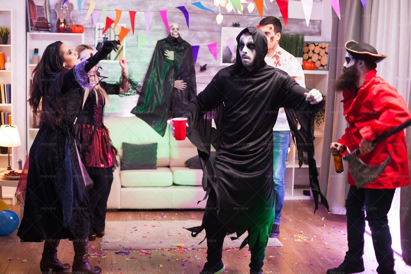 Grim Reaper Halloween Dance: Stock Photos