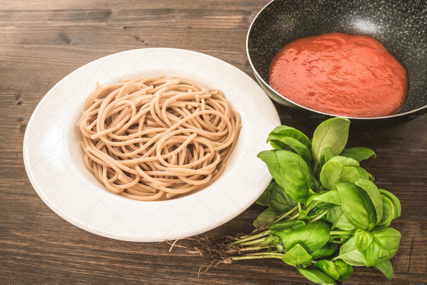 Preparing Spaghetti Bolognese: Stock Photos