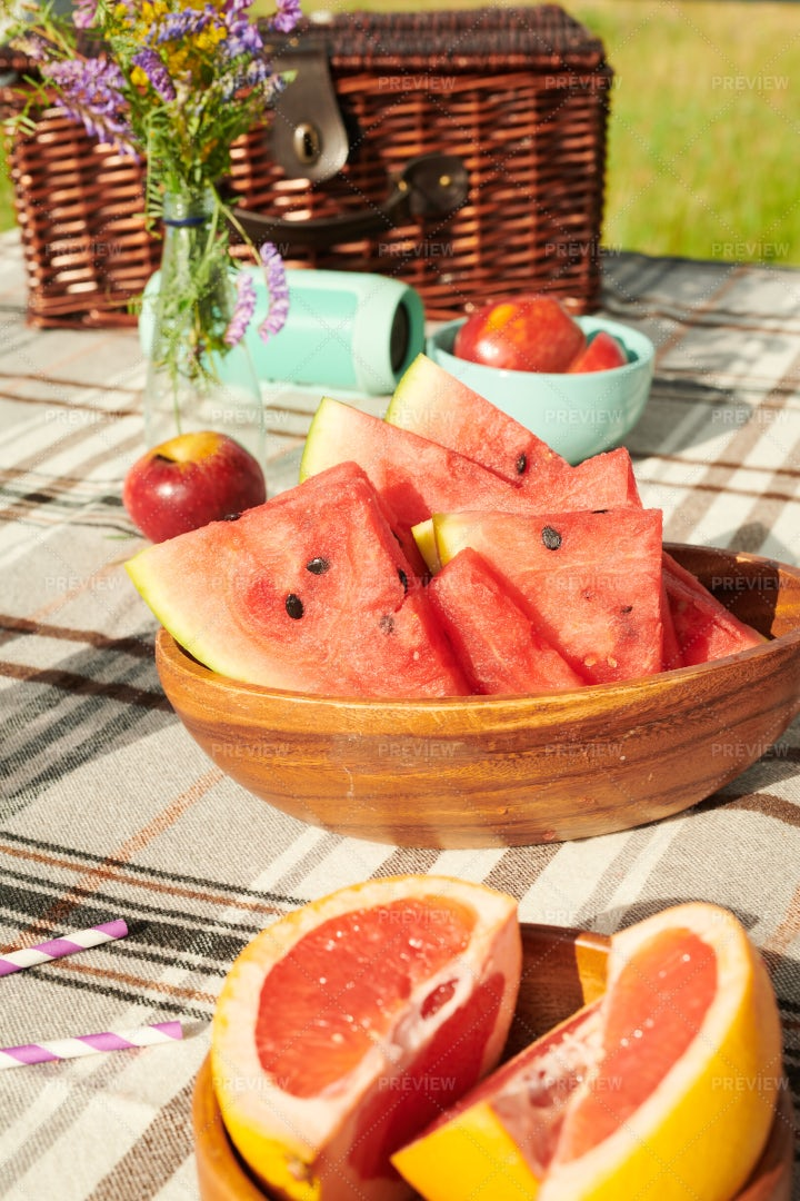 Ripe Fruits On The Table: Stock Photos
