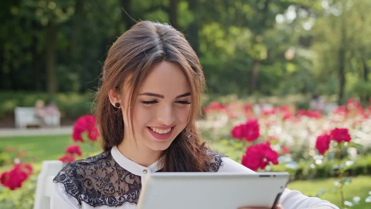 Lady Using A Tablet: Stock Video
