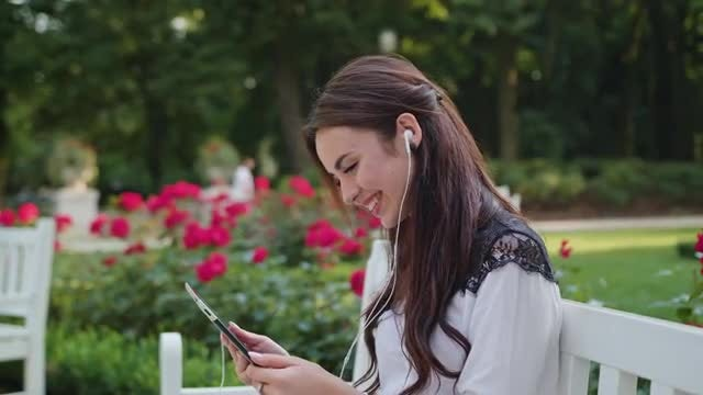 Lady In The Park Using A Tablet: Stock Video