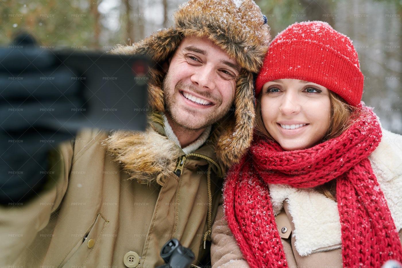 Couple Taking Selfie In Winter: Stock Photos