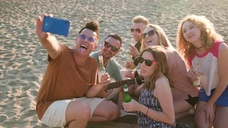 Take A Selfie On The Beach: Stock Video