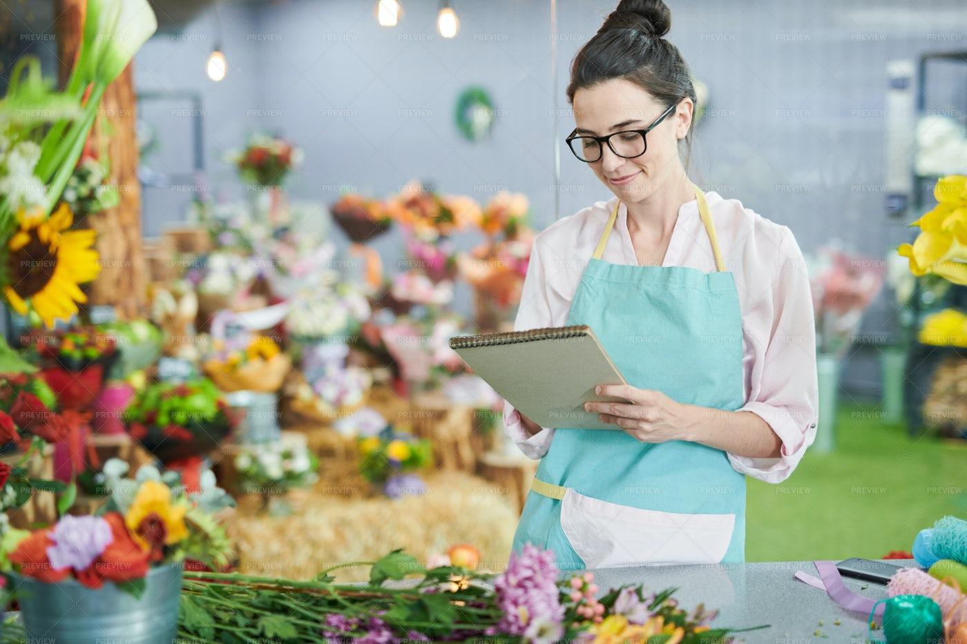 Modern Florist In Shop: Stock Photos