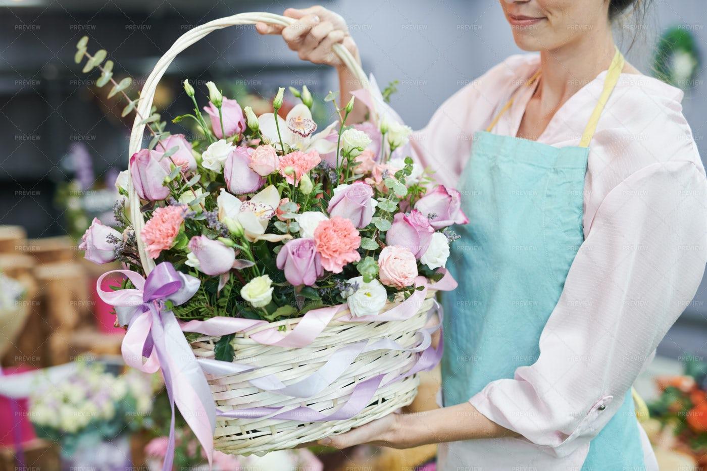 Rose Basket: Stock Photos