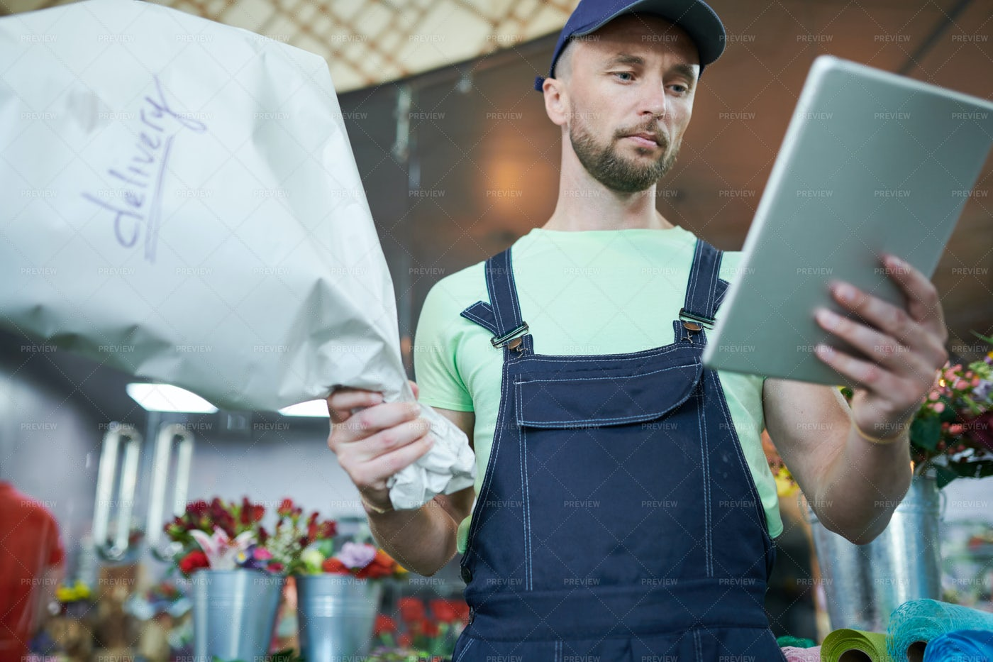 Man Delivering Flowers: Stock Photos