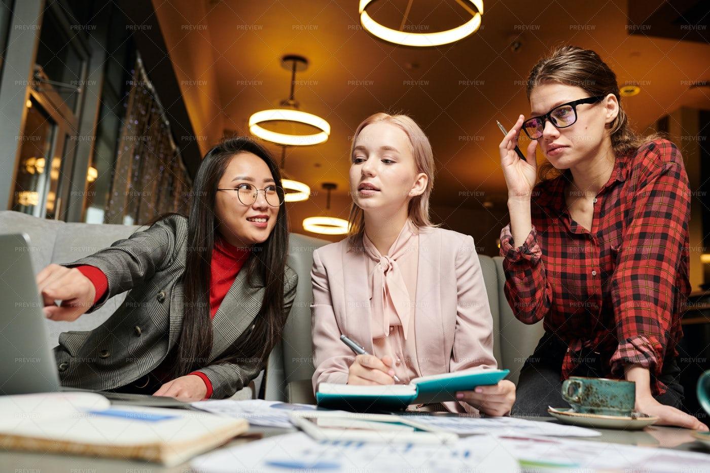 Women Working In Team: Stock Photos