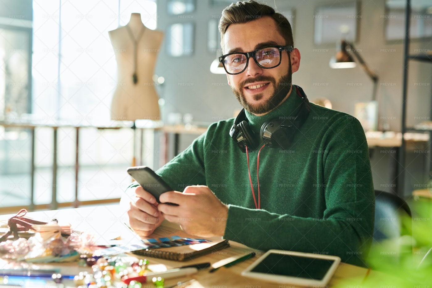 Male Stylist At Workplace: Stock Photos