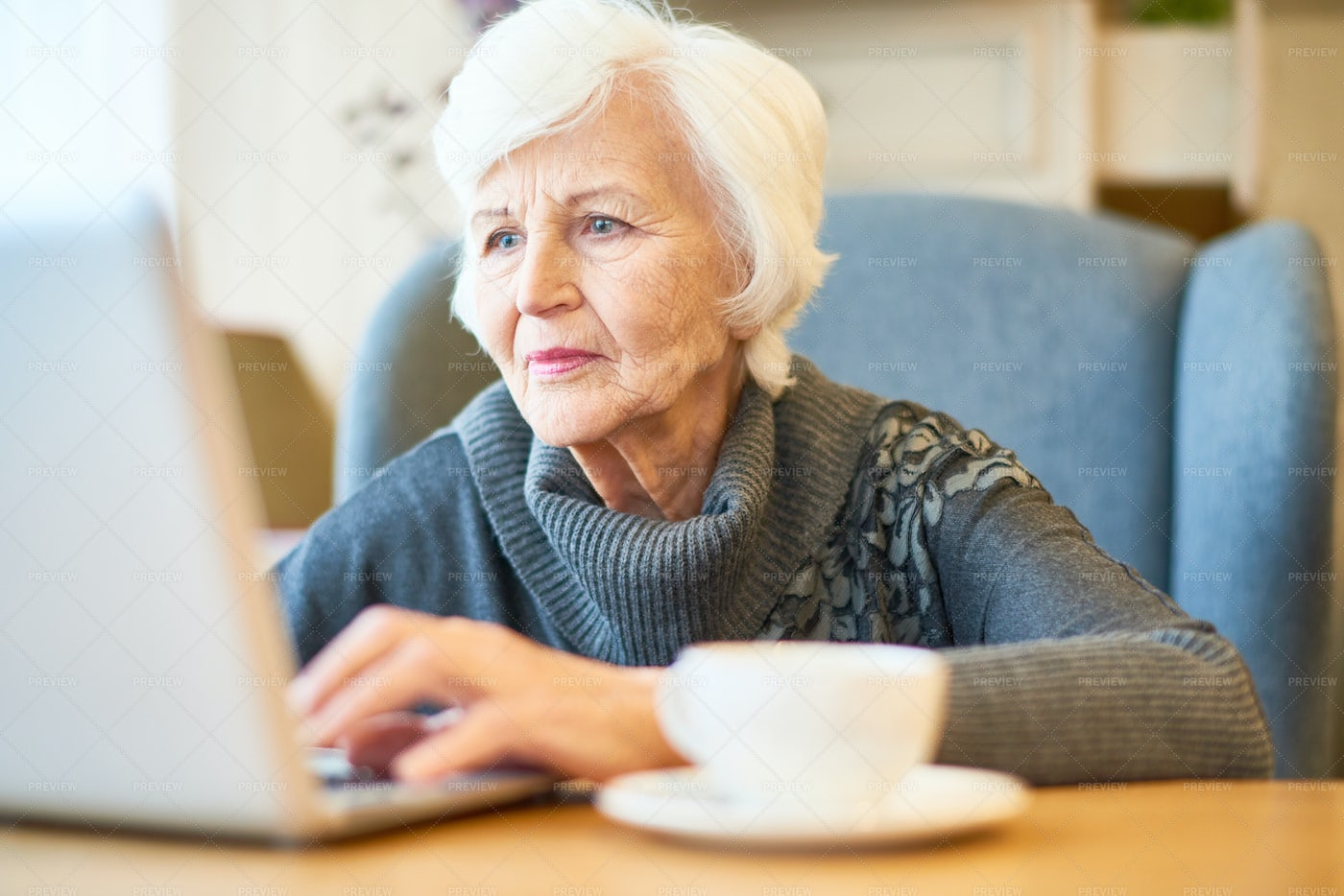 Senior Manager Wrapped Up In Work: Stock Photos