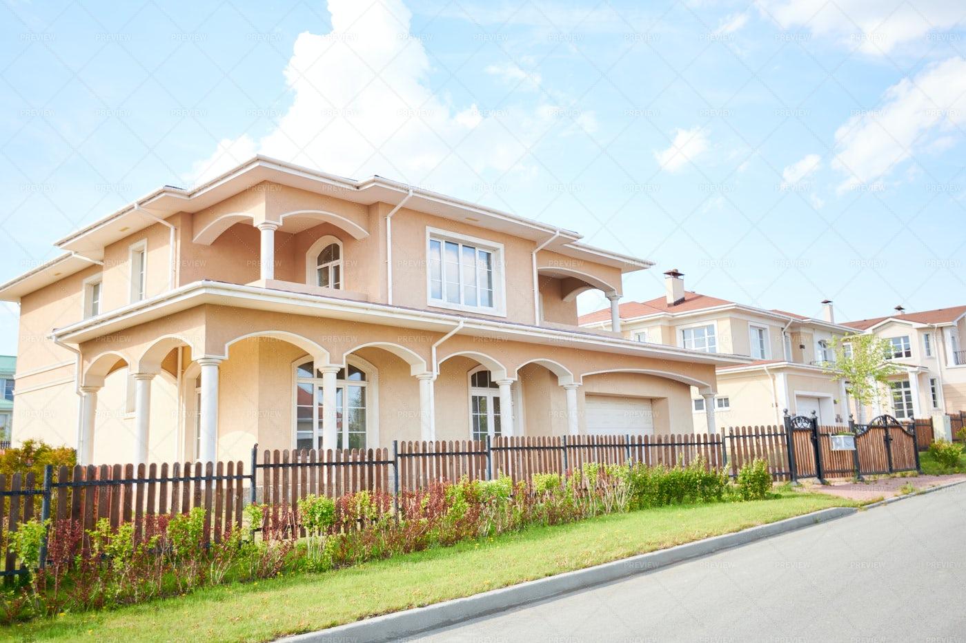 Big Beautiful House: Stock Photos