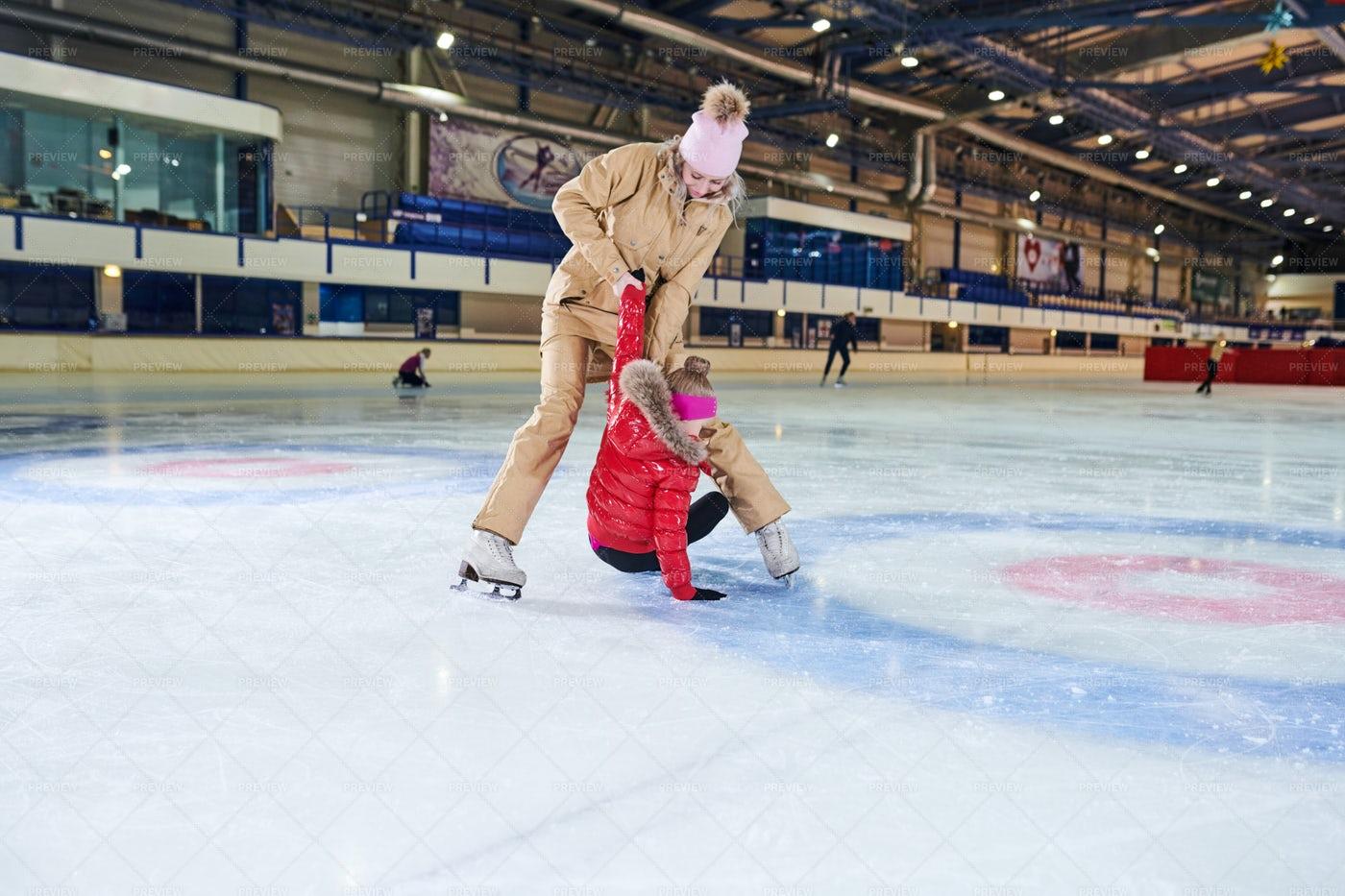 Family Ice Skating: Stock Photos