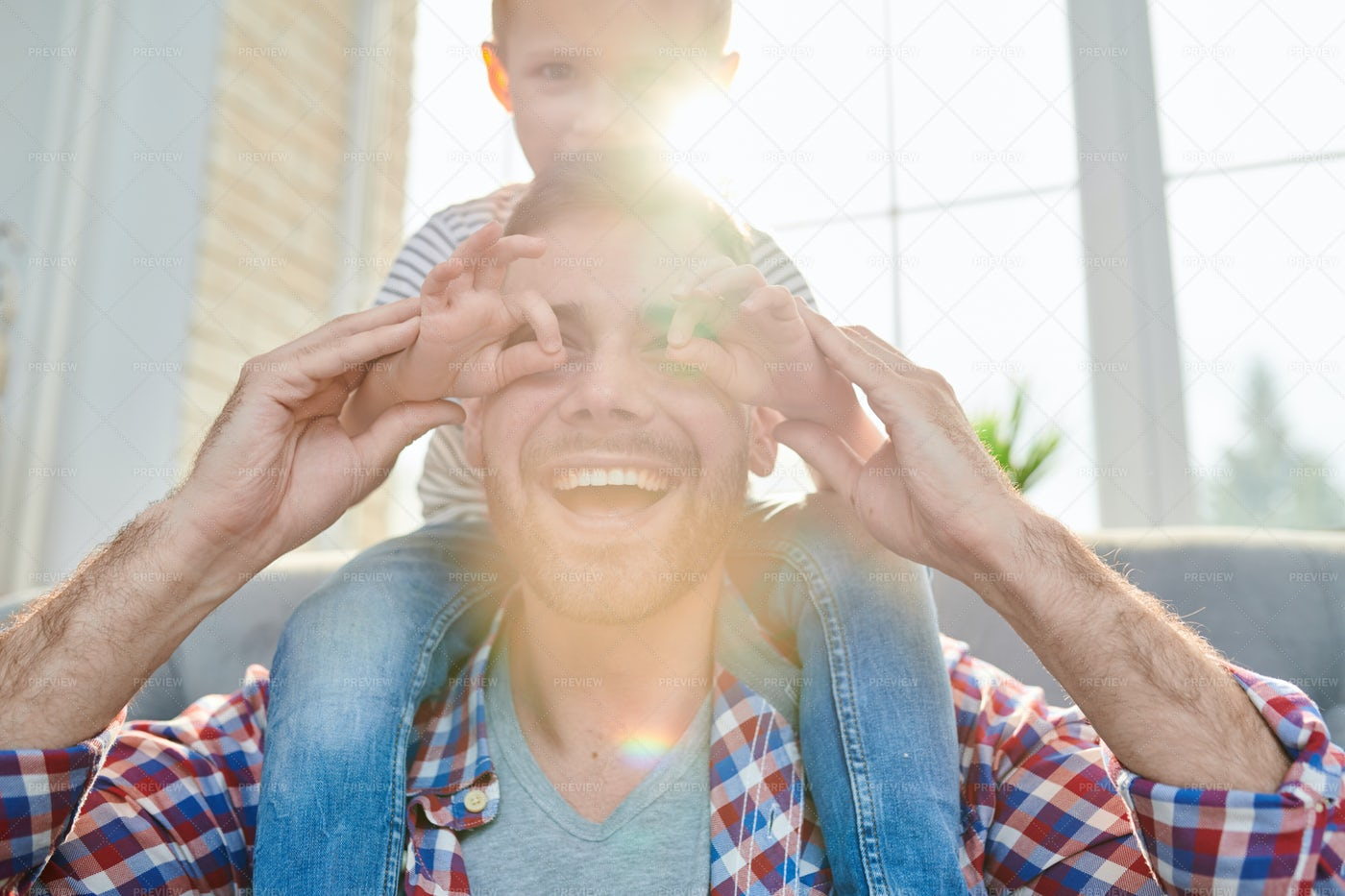 Playing Game With Loving Dad: Stock Photos