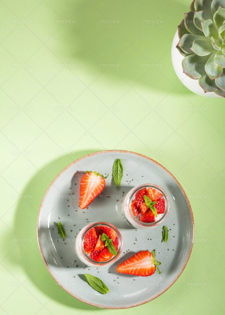 Yogurt Strawberry Parfait: Stock Photos