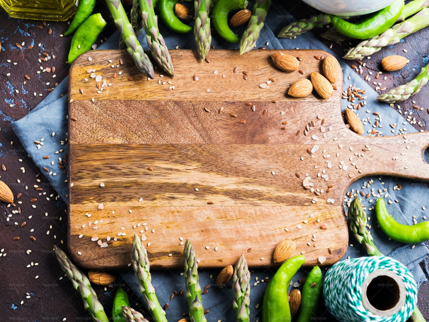 Chopping Board With Asparagus: Stock Photos