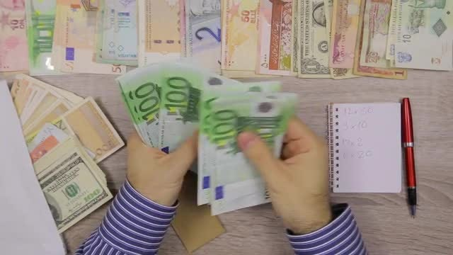 Banker Counting Money: Stock Video