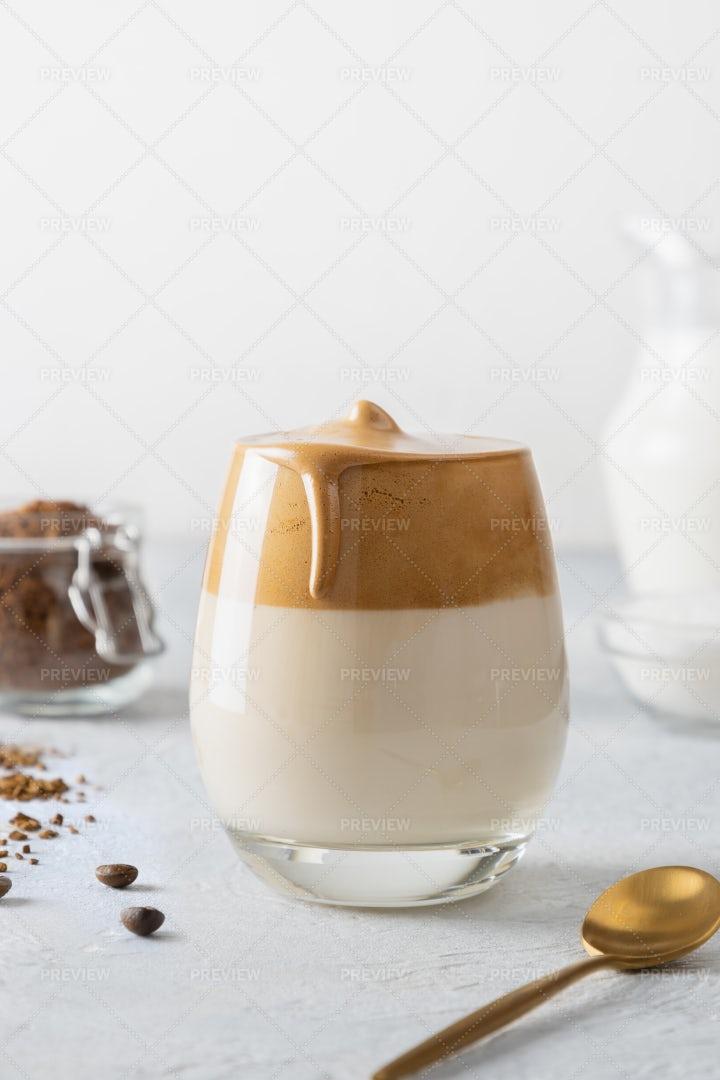 Dalgona Coffee With Milk: Stock Photos