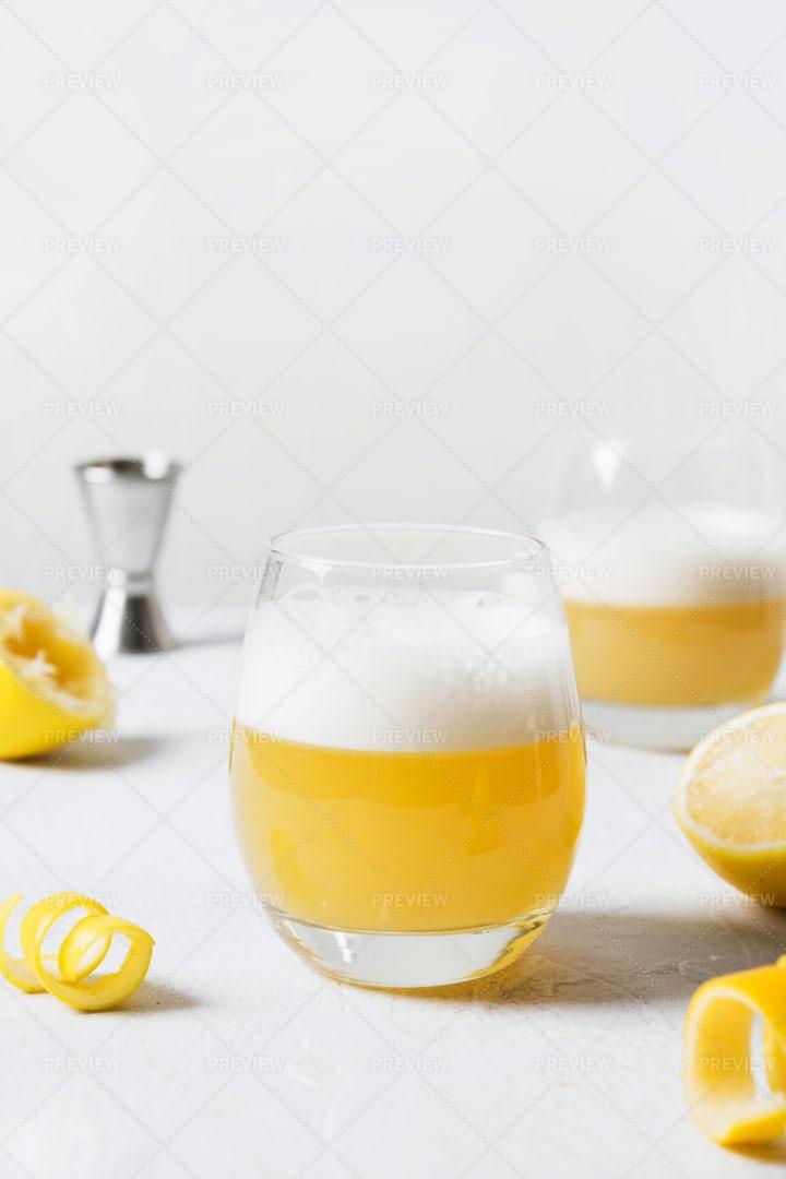 Whiskey Sour Cocktail: Stock Photos