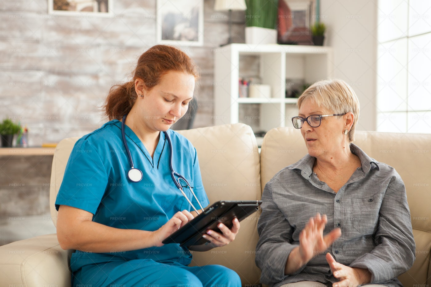 Doctor Talking To Patient: Stock Photos