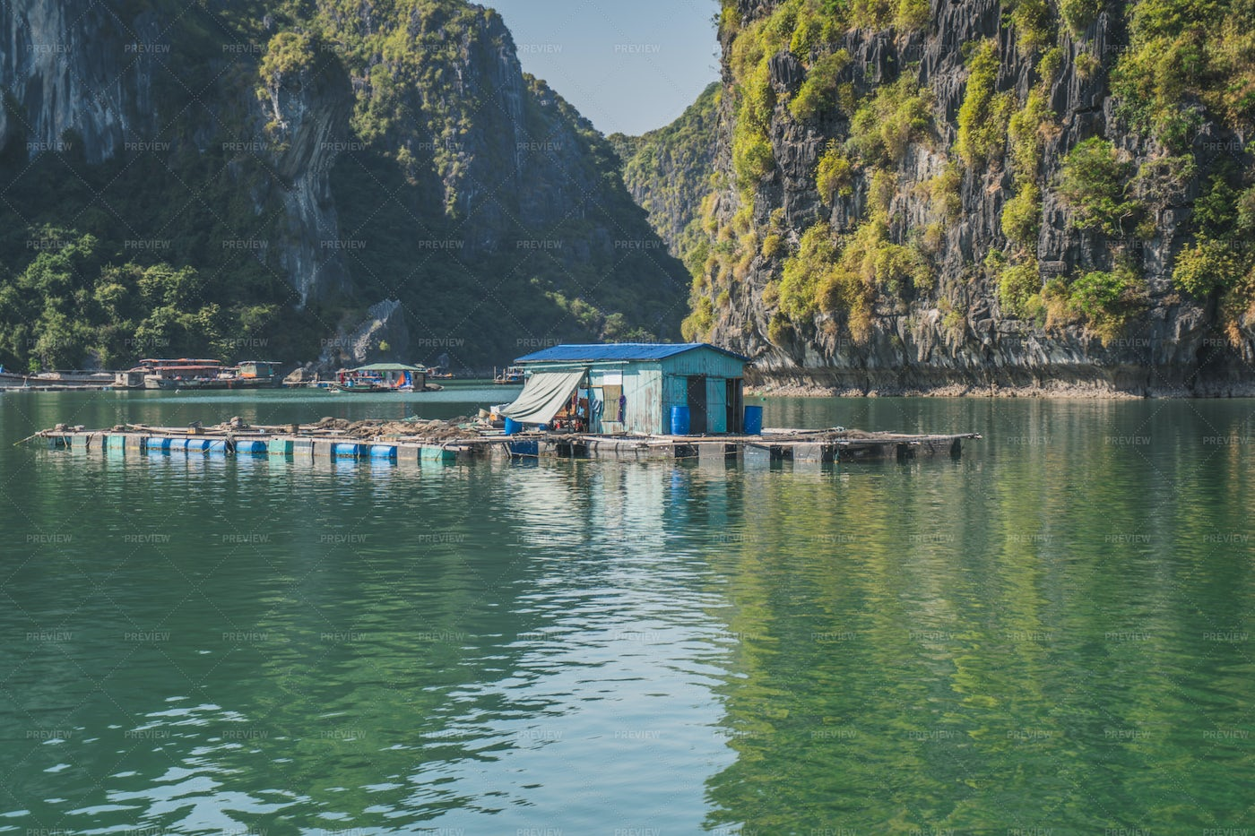Floating Fishing Village: Stock Photos