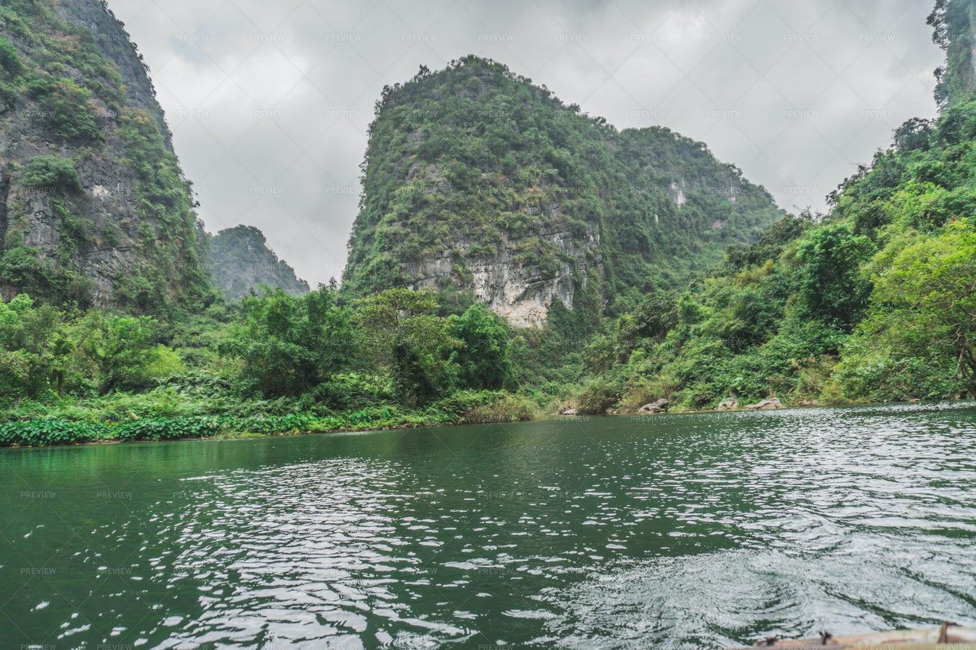Scenic Mountains Lake: Stock Photos